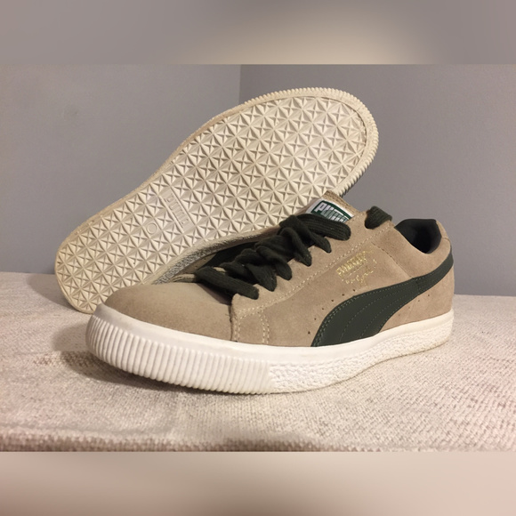 best website 1076a 2a3fc Puma Clyde Suede Shoes (Size 8)